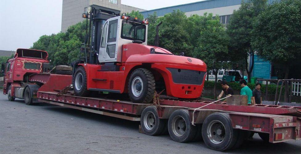 Xe nâng tải trọng lơn 25 tấn