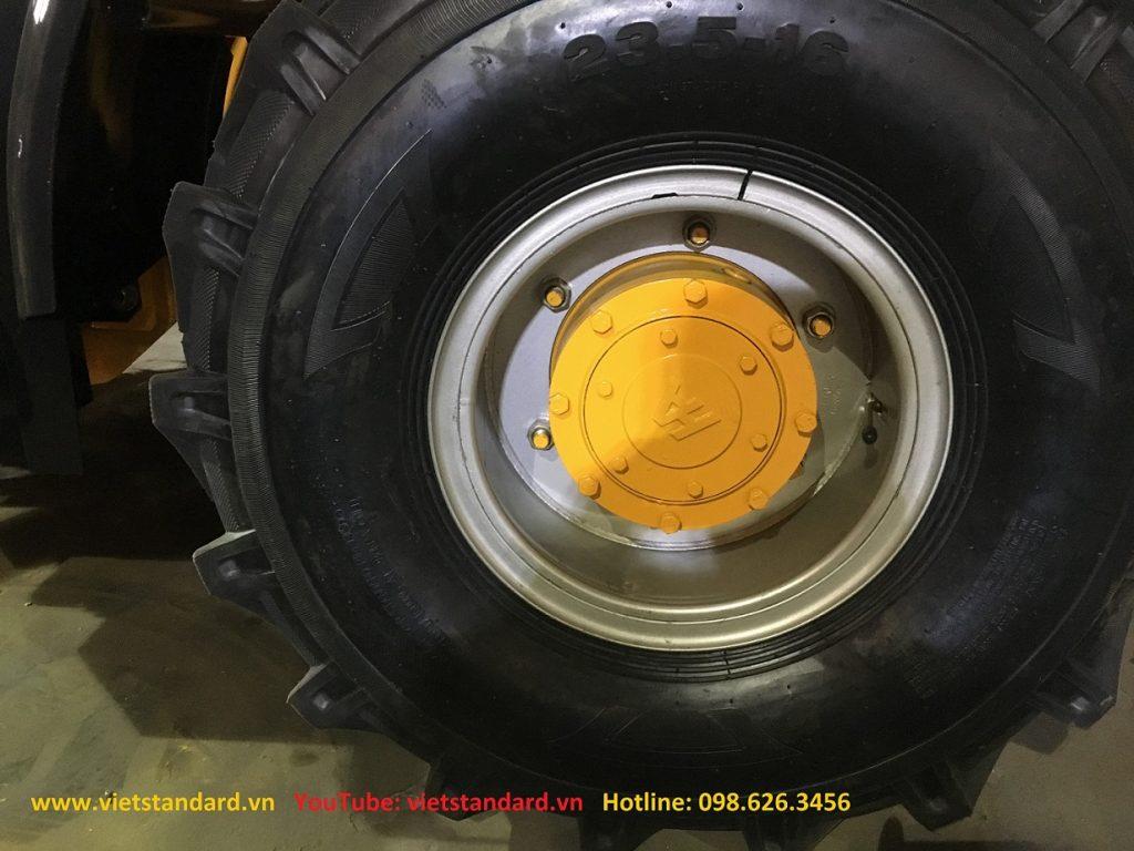 Lốp không săm cho xe xúc lật