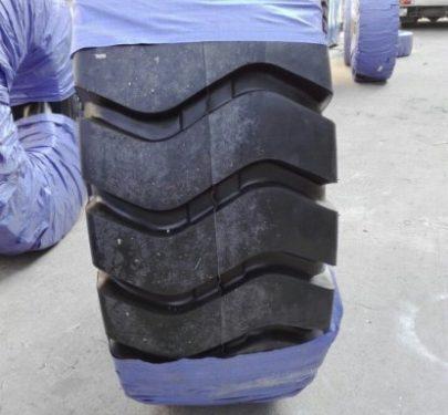 Lốp xe xúc lật