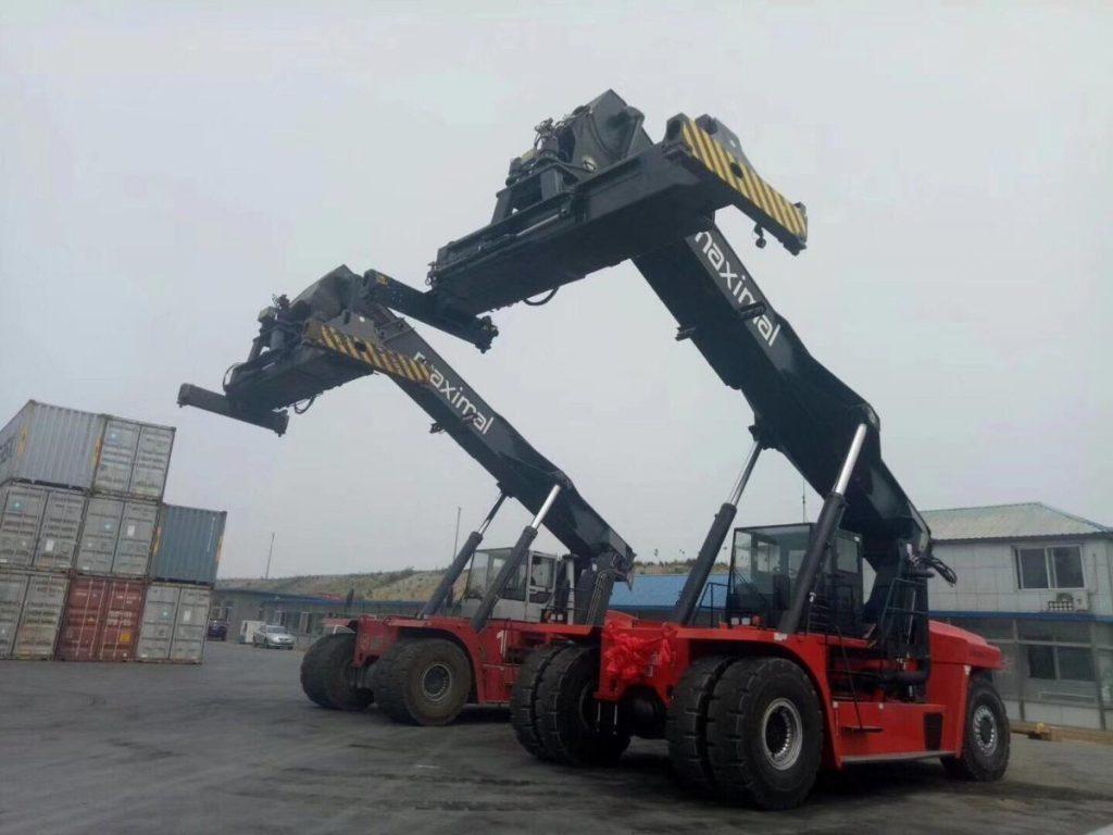 Xe nâng gắp công 48 tấn Maximal