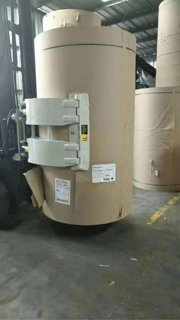 Xe nâng kẹp giấy cuộn
