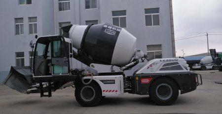 Xe bồn trộn bê tông tự nạp liêu Trung Quốc
