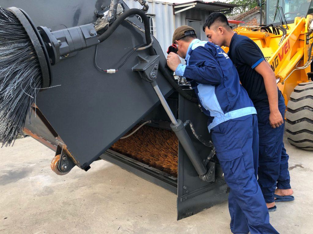 Máy xúc lật quét rác Rongwei ZL926WS