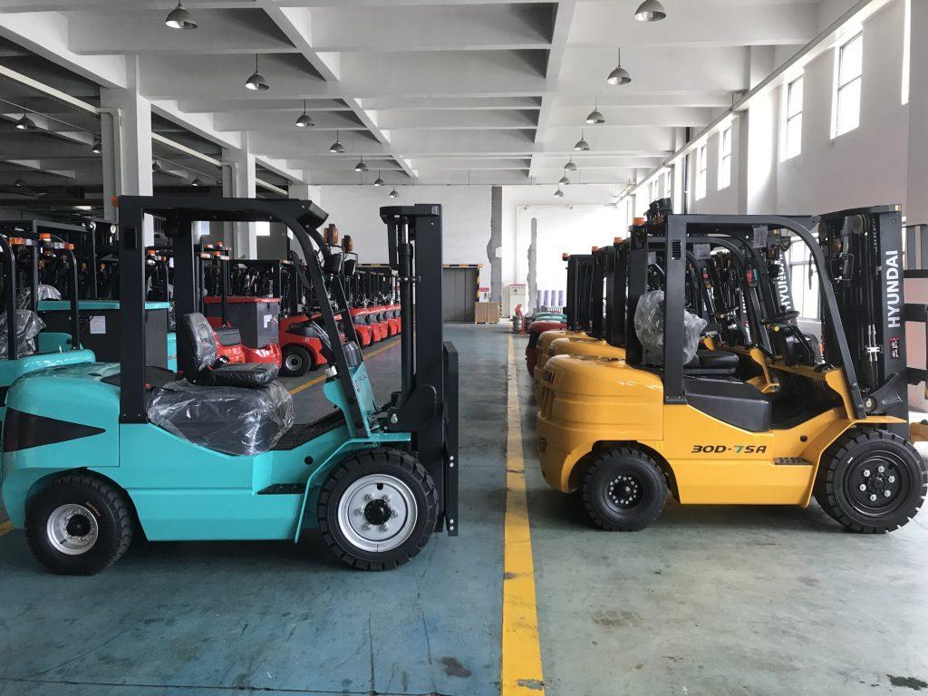 Xe nâng Hyundai tại nhà máy sản xuất của Maximal