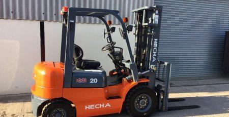 Xe nâng dầu 2 tấn HECHA