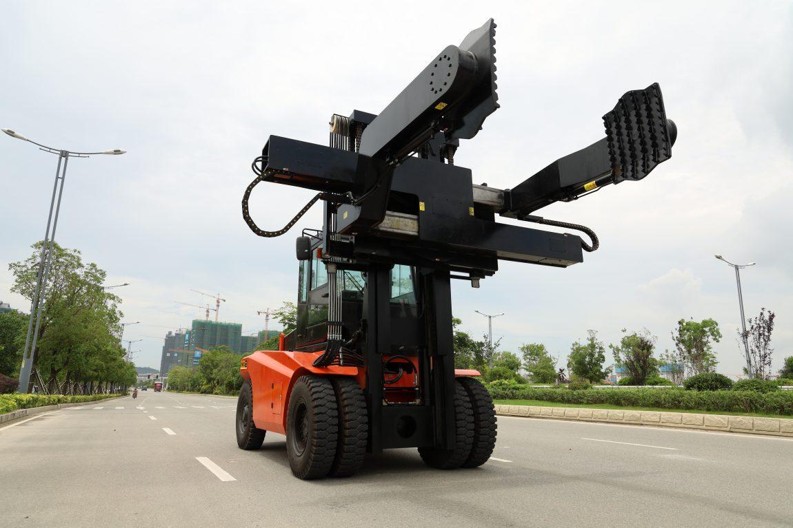 Xe nâng tháo lắp lốp xe tải mỏ