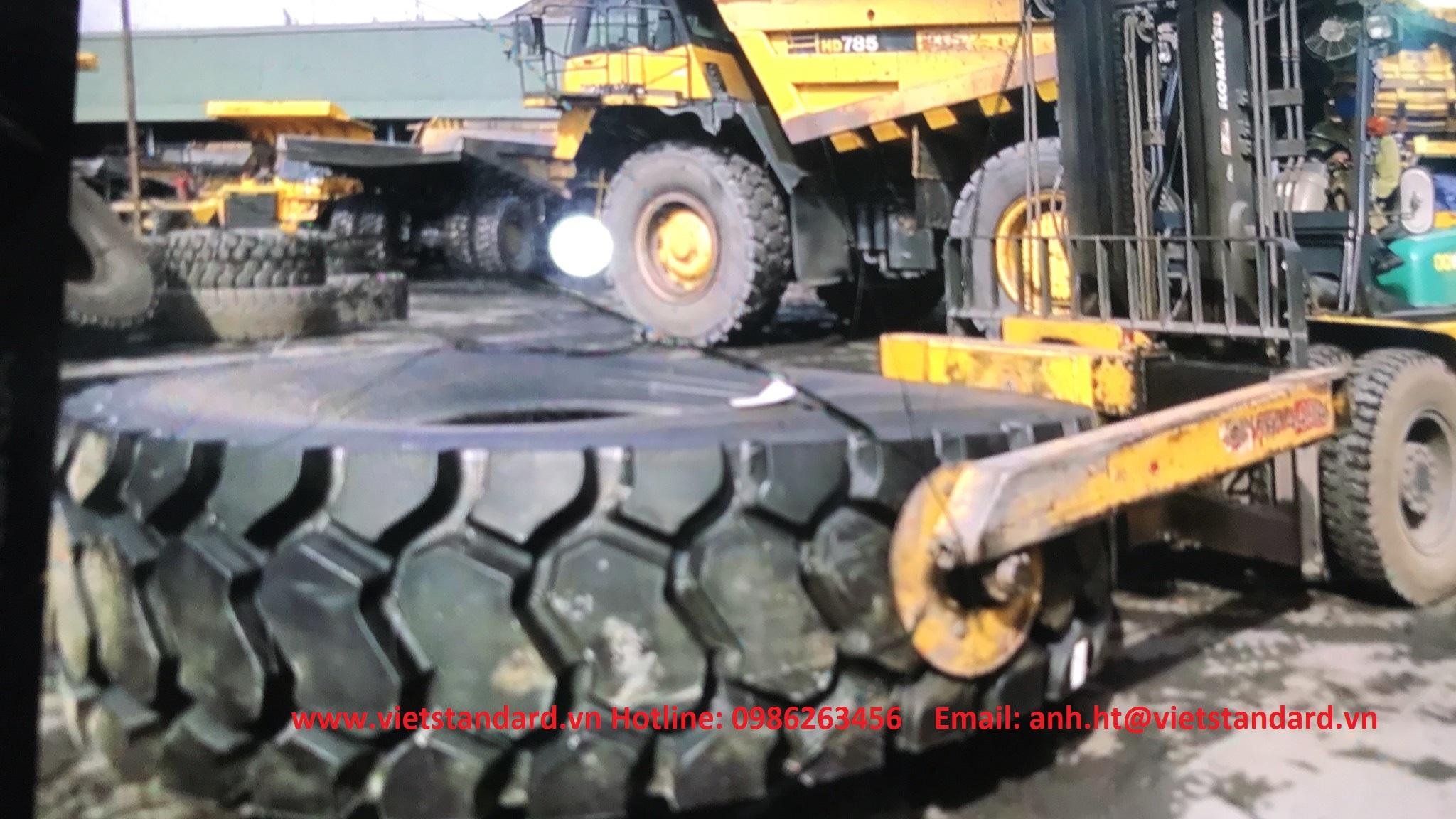 Xe nâng gắp lốp hạng nặng