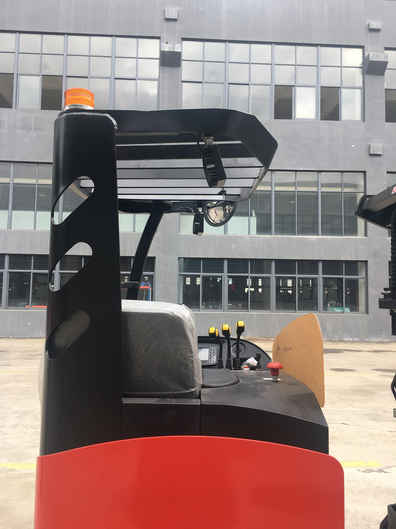 Xe nâng đứng lái Reach Truck Maximal