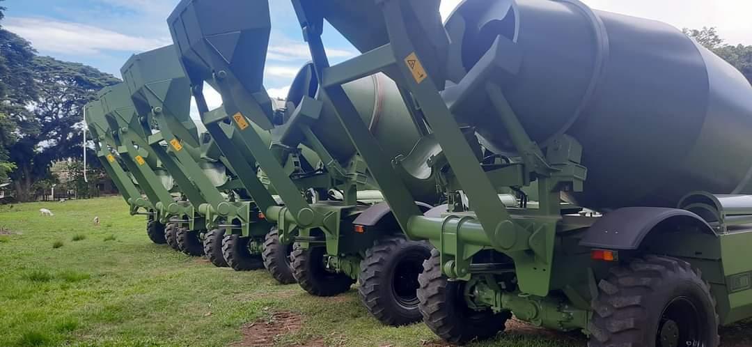 Xe trạm trộn bê tông Carmix trong quân đội