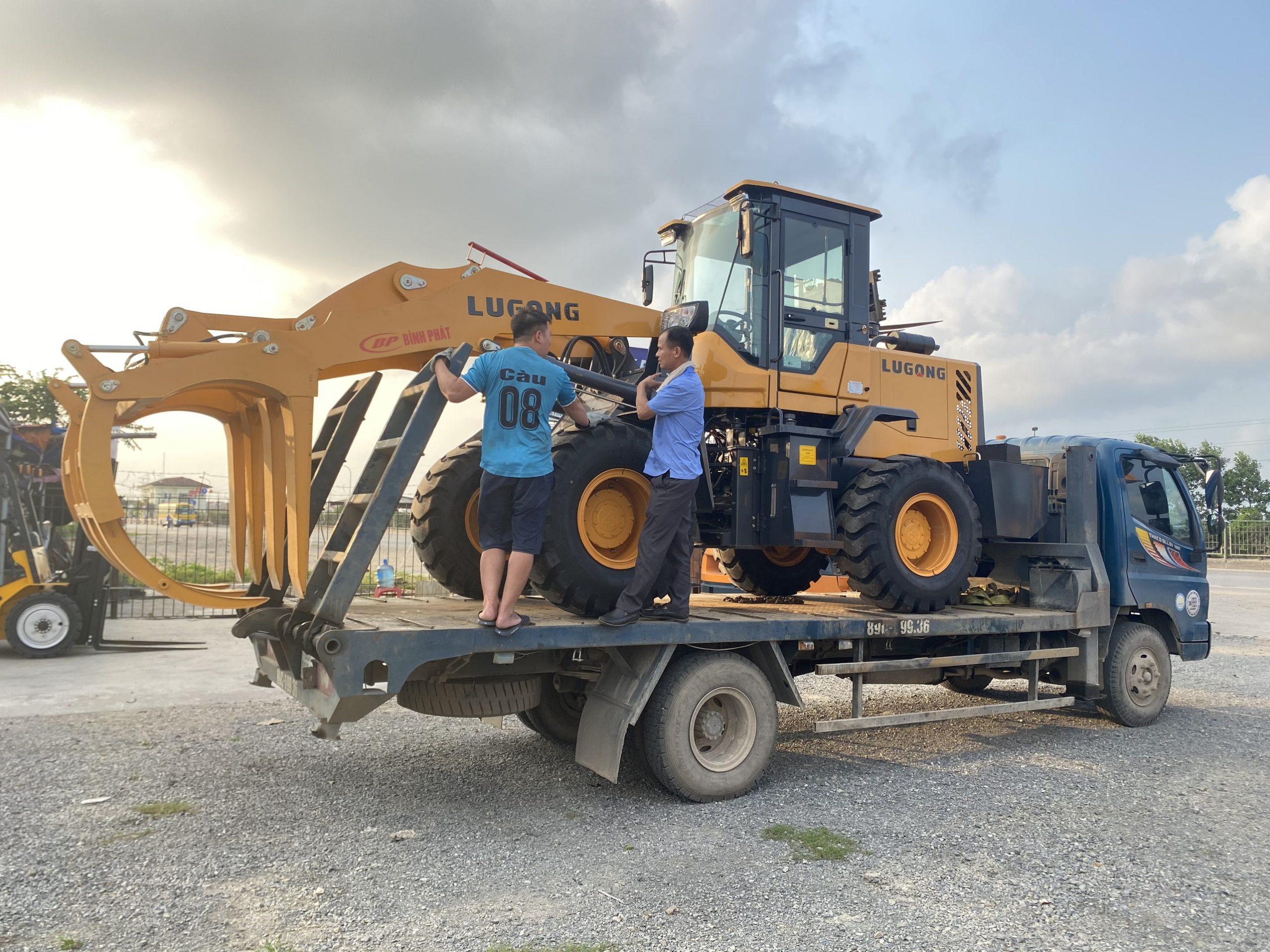 Xúc lật gắp gỗ LUGONG 2021